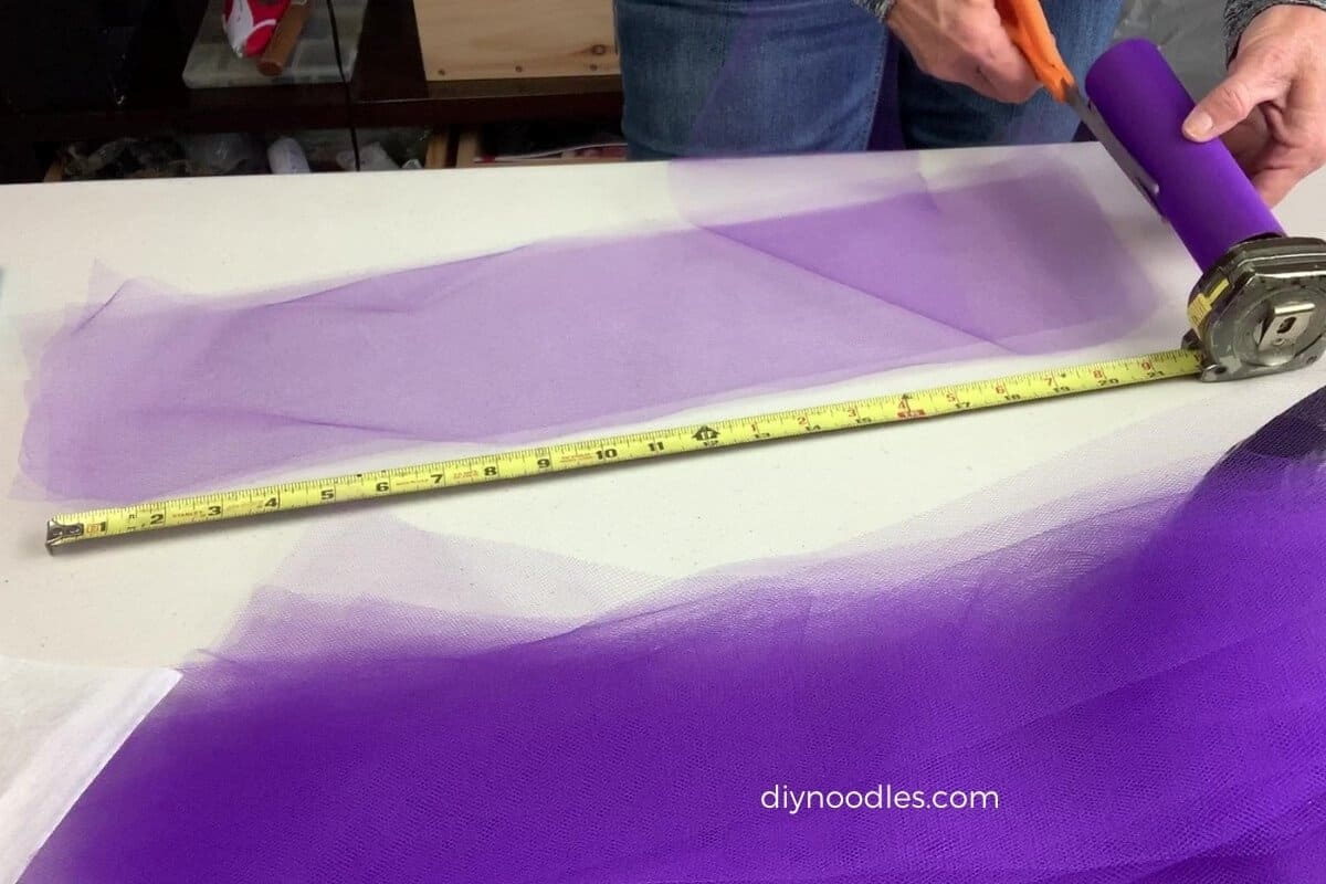 cutting tulle for wreath